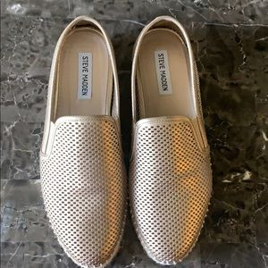 EUC Steve Madden Slip on Shoes. Only worn once.